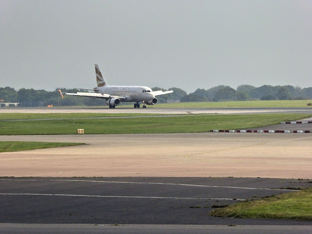 Airbus A319 Landing at Manchester Airport