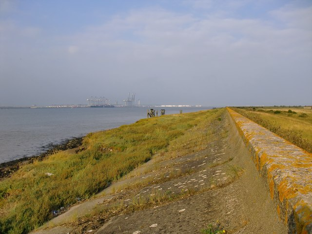 The Thames seawall and shore below Lower Hope Point - view downstream