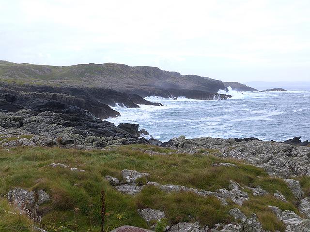 Rocky shoreline east of Port Wemyss