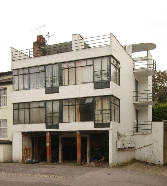 Modernist house, Redhill - 3