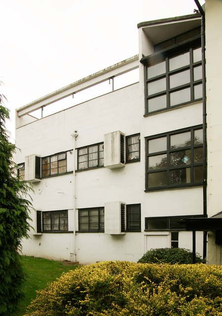 Modernist house, Redhill - 1
