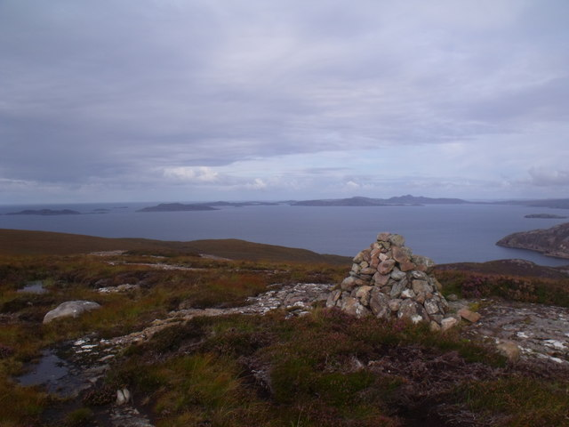 Cnoc Scoraig summit cairn looking north