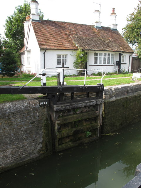 1874 lock gate at Cow Roast, and cottage