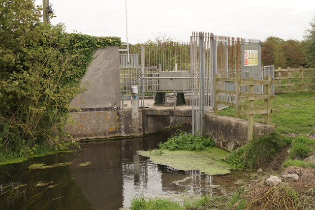 Sluice at junction of watercourses