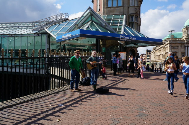 Buskers on Carr Lane, Hull