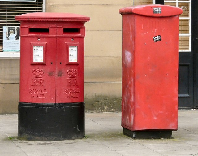 Double Postbox SK1 385 & 386
