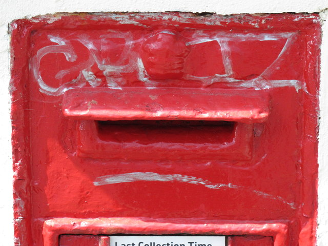 Victorian postbox, Springfield Road, BN1 - royal cipher and aperture