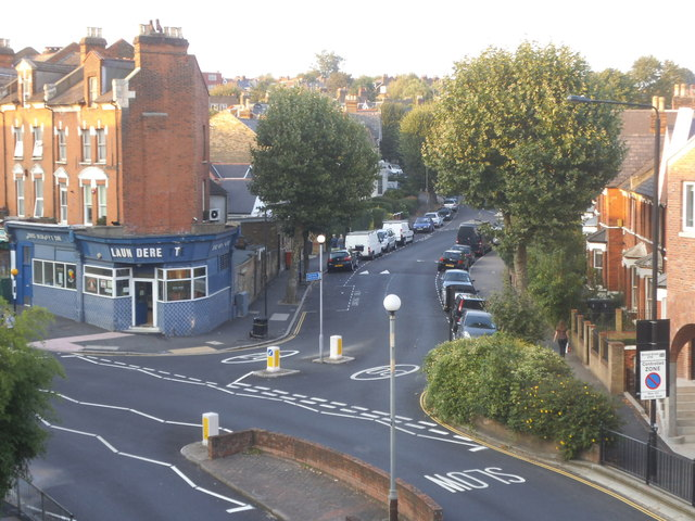 Crouch Hill at the junction of Stapleton Hall Road