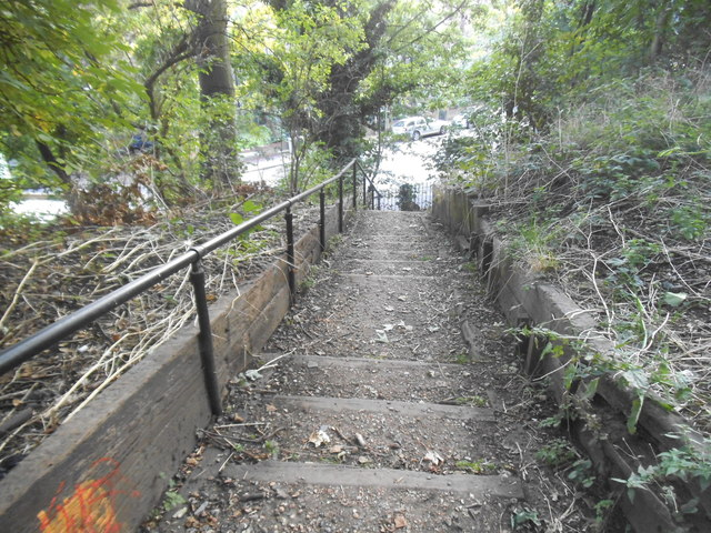 Steps leading to Blythwood Road from Parkland Walk