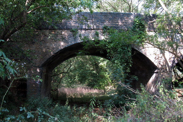 Bridge over the dismantled Bedford-Hitchin railway