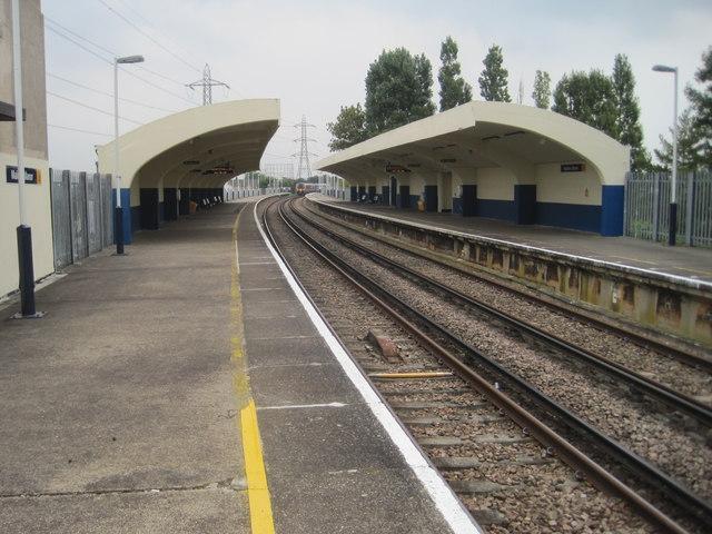 Malden Manor railway station, Greater London
