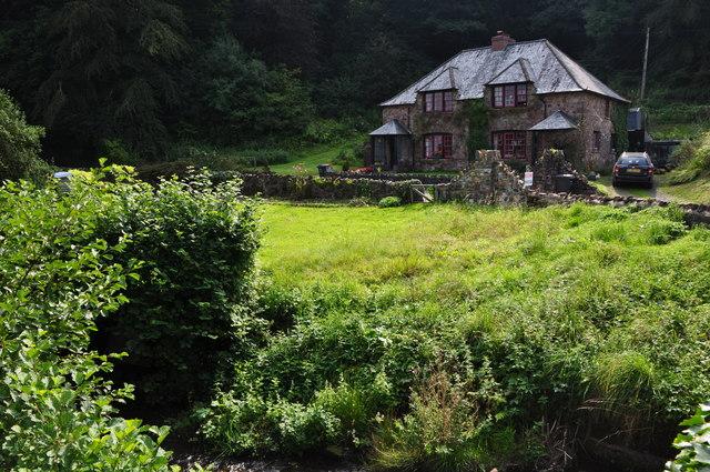 Exebridge : Grassy Field & House