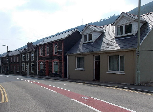 Houses at the northern edge of Lluest