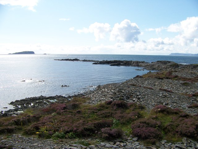 The shoreline at Easdale