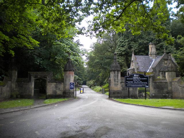 Newstead Abbey gates, Ravenshead