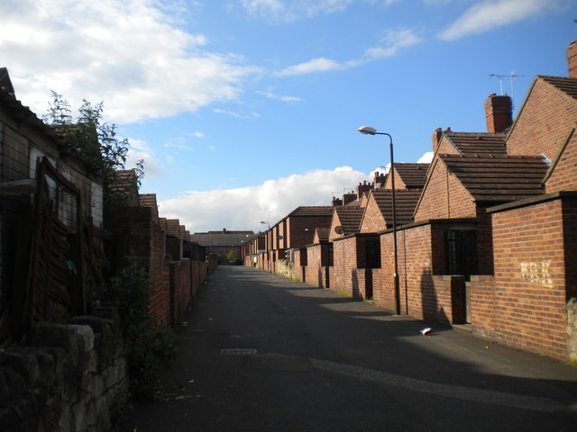 Back alley off Vale Drive, Shirebrook