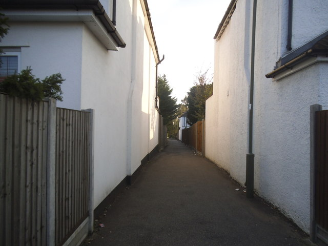 Path from Bridge Lane to Cranbourne Gardens