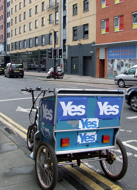 """""""Yes"""" campaign tricycle on Jamaica Street"""