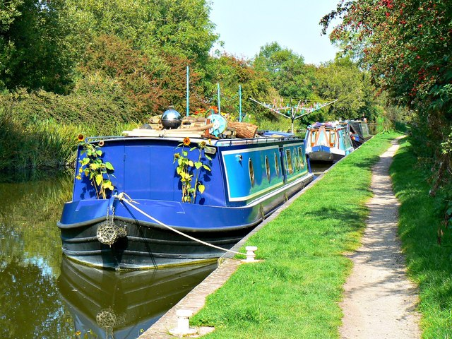 Canal boat 'Zirnitra', Kennet and Avon Canal, Wootton Rivers, Wiltshire