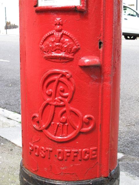 Edward VII postbox, Shaftesbury Place, BN1 - royal cipher