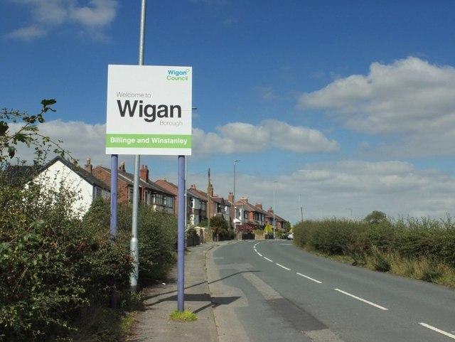 New boundary sign on Upholland Road, Billinge