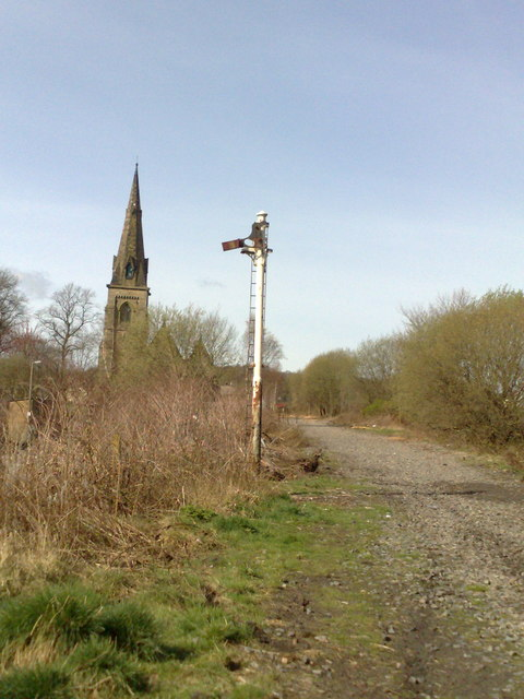 Semaphore signal along disused railway trackbed at Silverdale