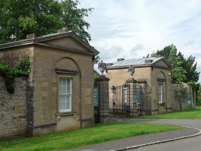 Lodge and gates, Kelmarsh