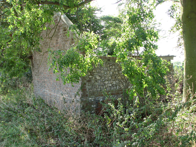 Ruined building beside Burnham Road