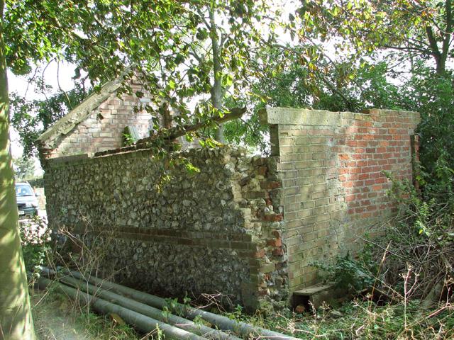 Ruined building beside Burnham Road