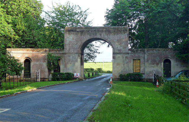 Gateway and lodges, Tyringham