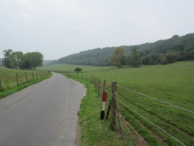 Passing point on access road to Woldingham School