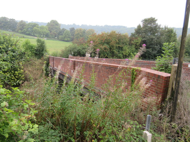 Footbridge near Marden Park Farm