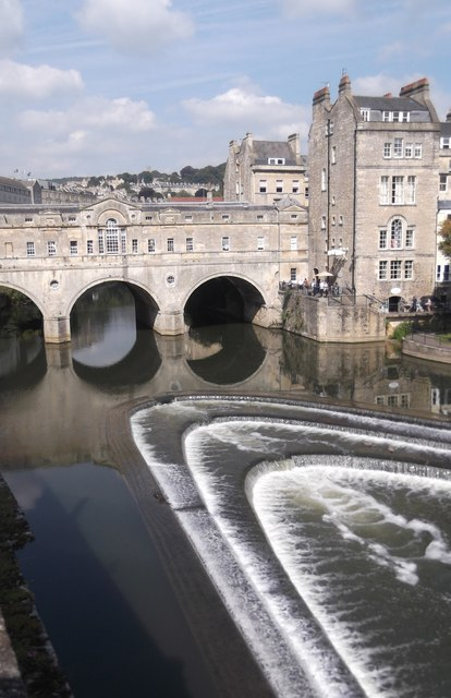Pulteney Weir and Bridge on River Avon, Bath