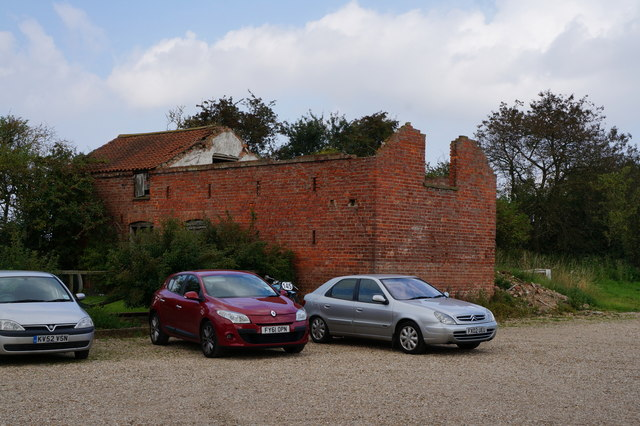 Ruined barn at the rear of Click'em Inn