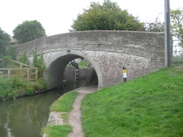 Grand Union Canal: Aylesbury Arm: Bridge No 1