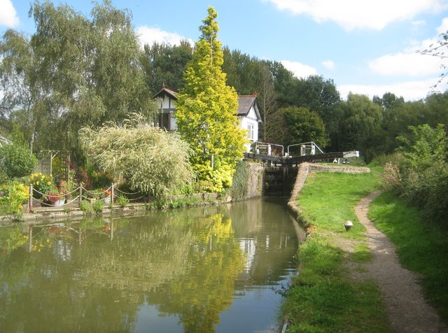 Grand Union Canal: Aylesbury Arm: Marsworth Lock No 4