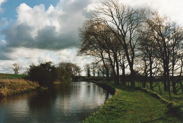 Lancaster Canal looking to Nateby Hall Bridge