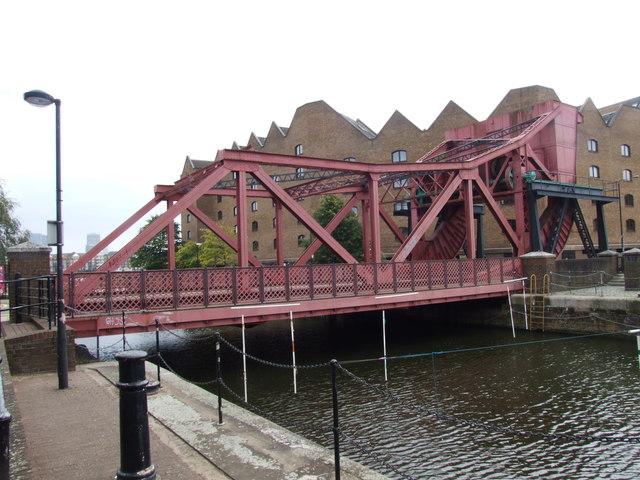 Lifting bridge, Shadwell Basin