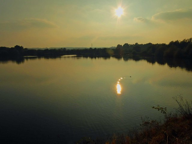Setting sun over Elsecar Reservoir