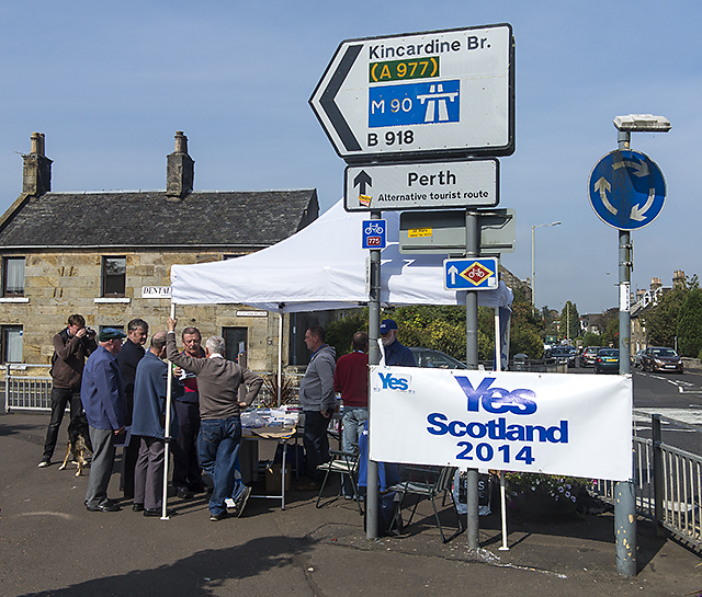 Yes campaigning at Kinross