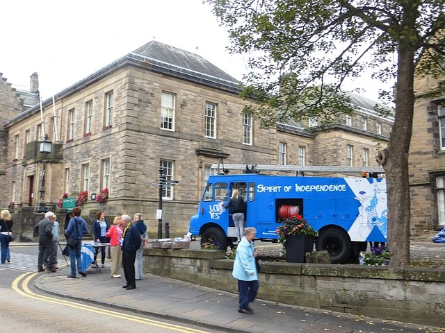 Referendum campaigners, Linlithgow