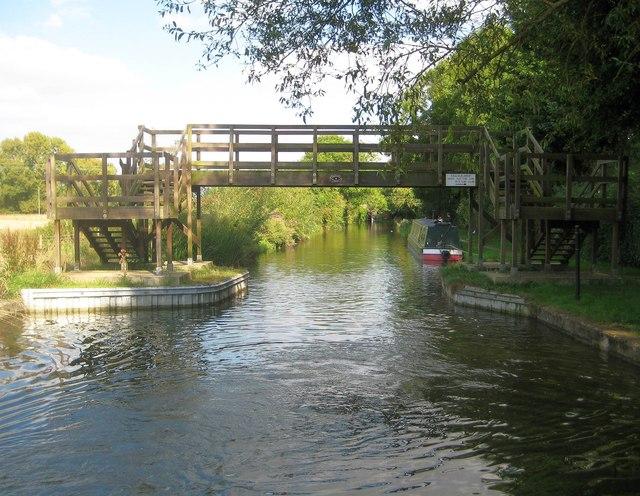 Grand Union Canal: Aylesbury Arm: Bridge No 4
