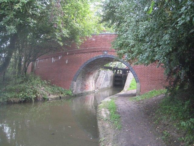 Grand Union Canal: Aylesbury Arm: Bridge No 5