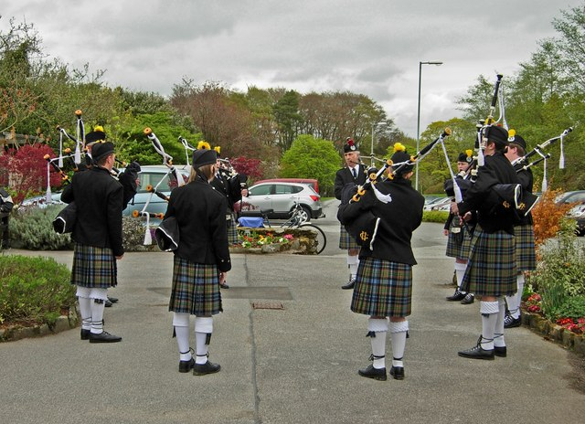 Piping in the Visitors