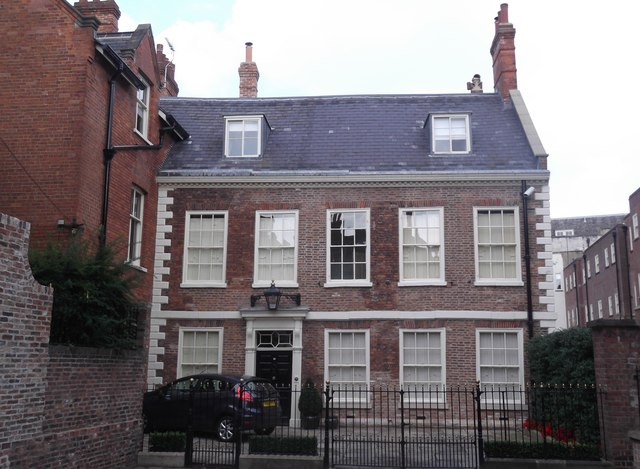 10 Precentor's Court, York