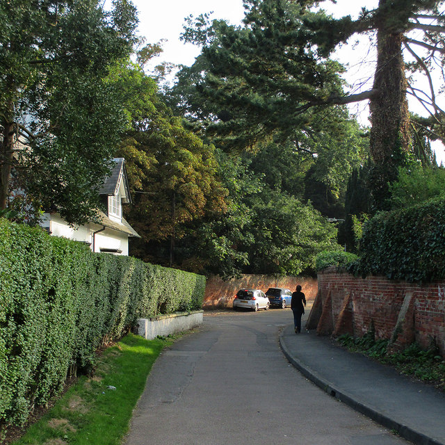 Ruddington: a bend in Vicarage Lane