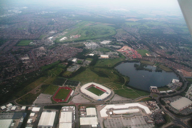 Doncaster: from the football stadium to the racecourse (aerial 2014)