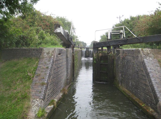 Grand Union Canal: Aylesbury Arm: Puttenham Top Lock No 10