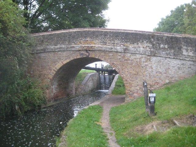Grand Union Canal: Aylesbury Arm: Bridge No 7