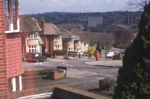Underwood Road becomes Hamstead Hall Avenue